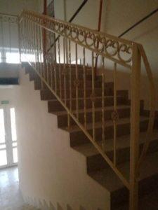 кованные перила лестницы